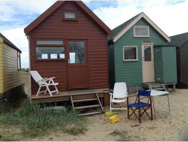 BEACH HUT TO RENT IN MUDEFORD SPIT / HENGISTBURY HEAD