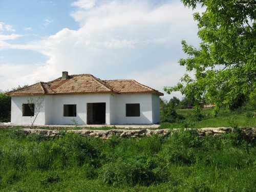 House is situated in the village of Alaxander Stambolijski 1240 sqm of land.Ref 3040 Pay Monthly